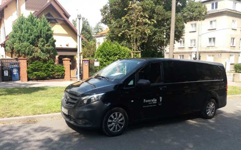 Перевезення померлих з Польщі в Україну